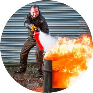 Opleiding brandveiligheid met blusoefening